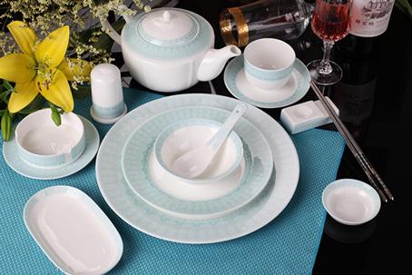 浅蓝色中餐配套餐具